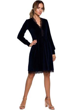 MOE Kobieta Sukienki koktajlowe i wieczorowe - Welurowa rozkloszowana sukienka z koronką - granatowa