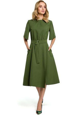 MOE Zielona rozkloszowana sukienka z poszerzanym rękawem do łokcia