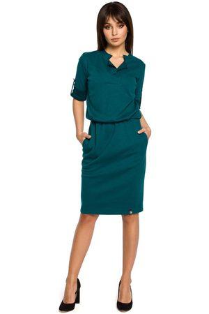 MOE Kobieta Sukienki koktajlowe i wieczorowe - Zielona sukienka w sportowym stylu z niską stójką