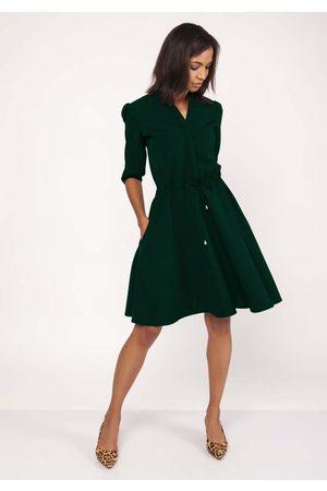Lanti Kobieta Sukienki koktajlowe i wieczorowe - Zielona sukienka ze stójką z rozkloszowanym dołem
