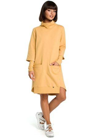 MOE Kobieta Sukienki asymetryczne - Żółta dresowa asymetryczna sukienka z golfem