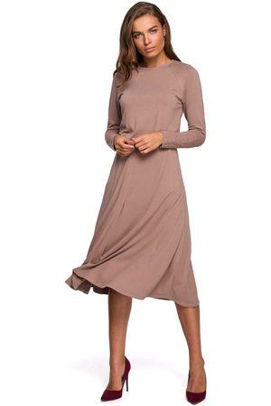 MOE Kobieta Sukienki koktajlowe i wieczorowe - Rozkloszowana sukienka z rozcięciem - cappuccino