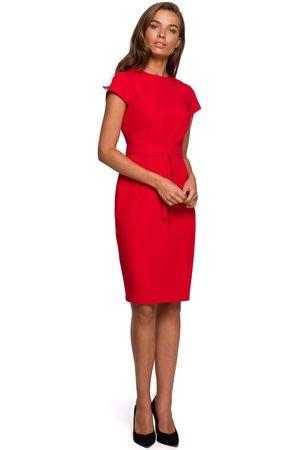 MOE Minimalistyczna ołówkowa sukienka z przeszyciami - czerwona