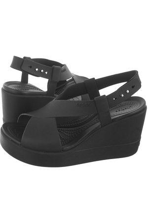 Crocs Kobieta Sandały - Sandały Brooklyn High Wedge W Black 206222-060 (CR200-a)