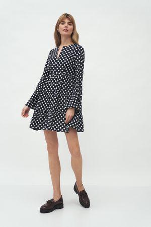 Nife Luźna sukienka z kloszowanym rękawem - grochy