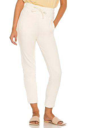 AllSaints Kobieta Spodnie dresowe - Lila Sweatpants in - Cream. Size 0 (also in 00, 2, 4, 6, 8).