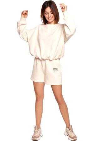 MOE Kobieta Szorty - Dresowe szorty z haftem - waniliowe