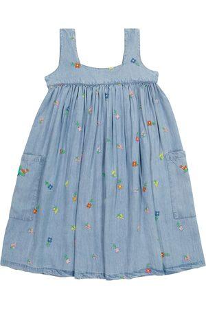 Stella McCartney Dziewczynka Sukienki z nadrukiem - Floral embroidered denim dress