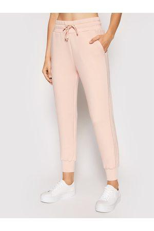 Guess Spodnie dresowe Janet W1YB49 KAMN2 Regular Fit