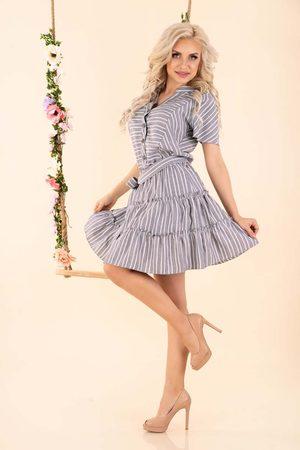 Merribel Kobieta Sukienki z nadrukiem - Letnia sukienka w paski z falbankami - szara