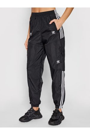 adidas Spodnie dresowe adicolor Classics Disrupted Icon H22870 Loose Fit