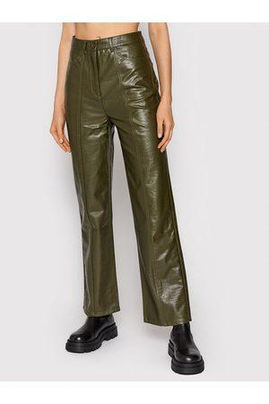 Samsøe Samsøe Spodnie z imitacji skóry Novah F21300033 Regular Fit