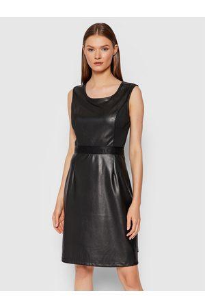Calvin Klein Sukienka z imitacji skóry Scoop K20K203098 Regular Fit