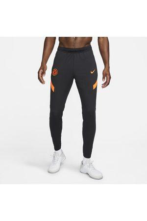 Nike Mężczyzna Dresy - Męskie dzianinowe spodnie piłkarskie Dri-FIT Chelsea FC Strike - Czerń