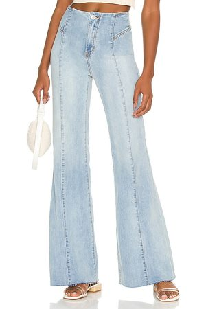 Free People Kobieta CRVY Wild Honey Flare in - Blue. Size 25 (also in 26, 27, 28, 29, 30, 31, 32).